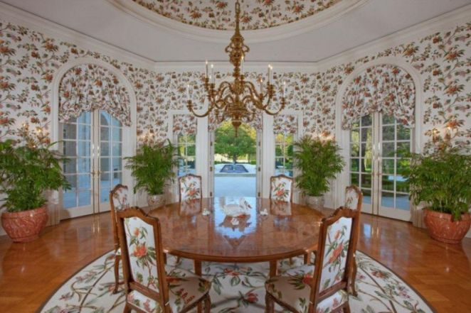 96ea2940-176d-11e4-ae04-790cc5d26cc9_spelling-manor-breakfast-room