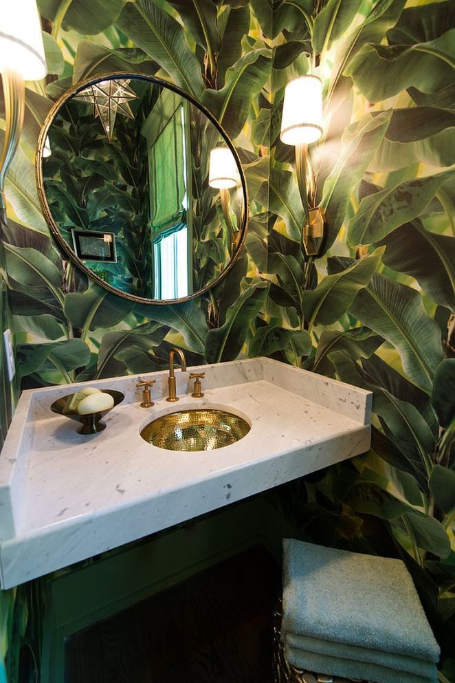 Gorgeous-wallpaper-brings-the-charm-of-large-troical-plants-indoors