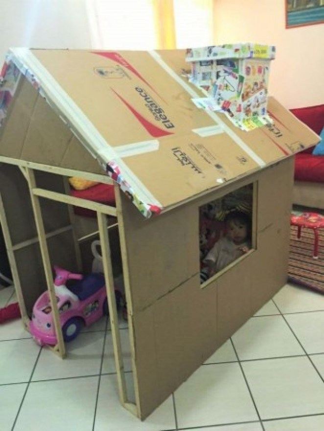 grandfather-builds-cardboard-playhouse-for-his-littler-grandaughter-4__700-338x450