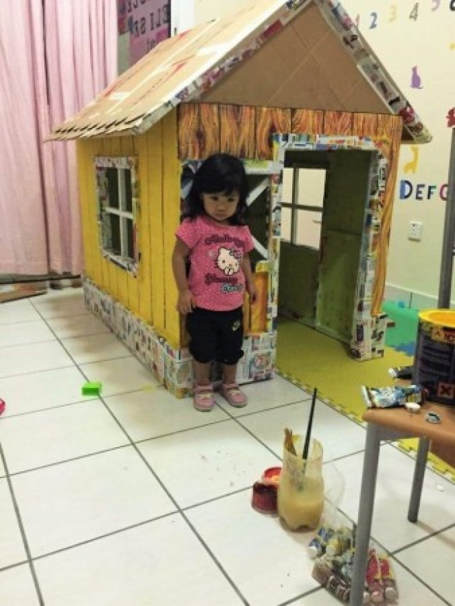 grandfather-builds-cardboard-playhouse-for-his-littler-grandaughter-9__700-338x450