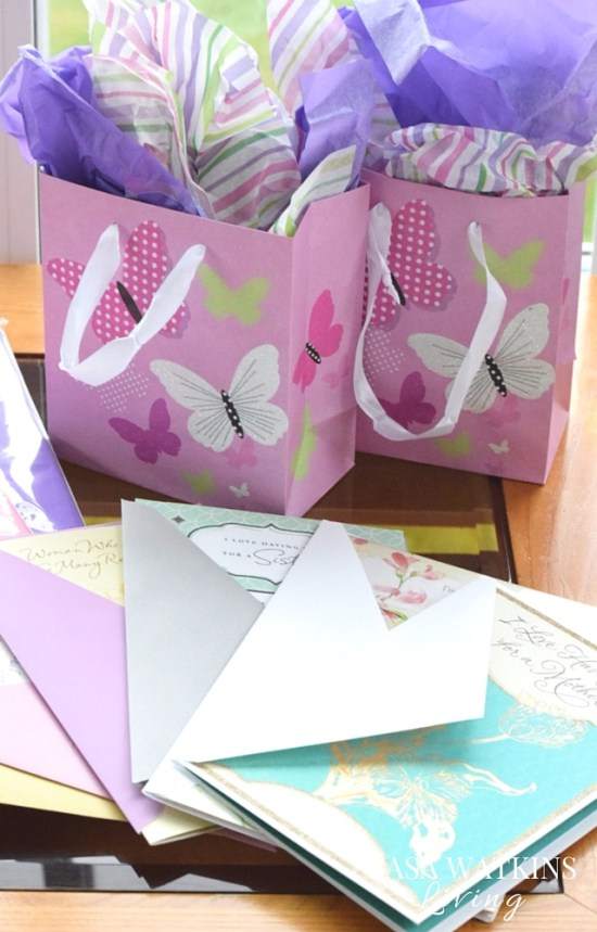 DIY-Mothers-Day-Celebration-In-A-Box
