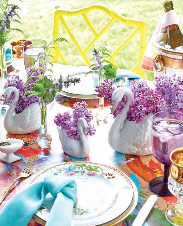 Colorful swan tablescape by Eddie Ross