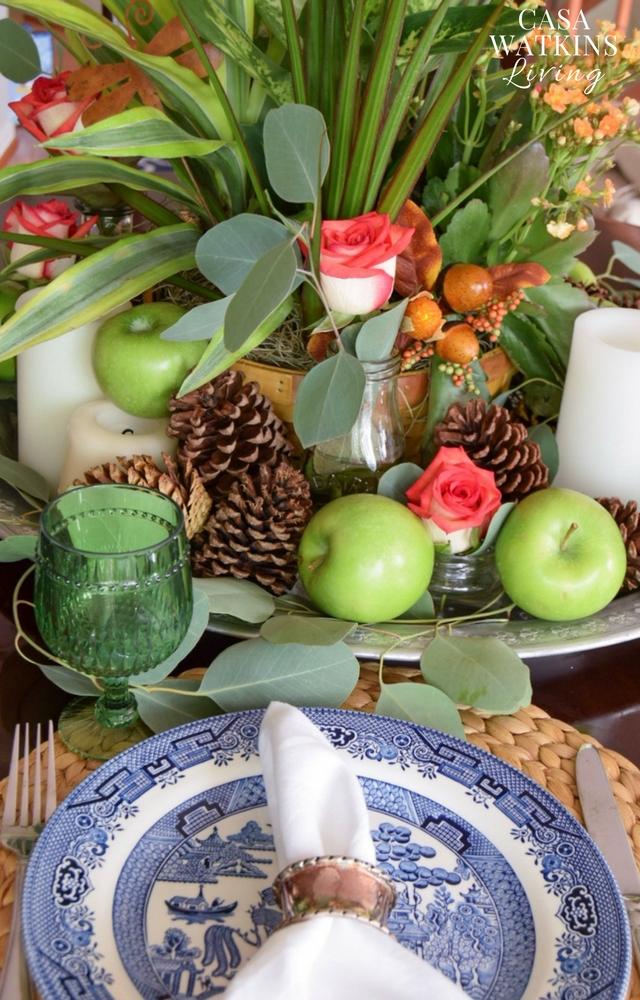 chinoiserie boho fall centerpiece with blue willow plate