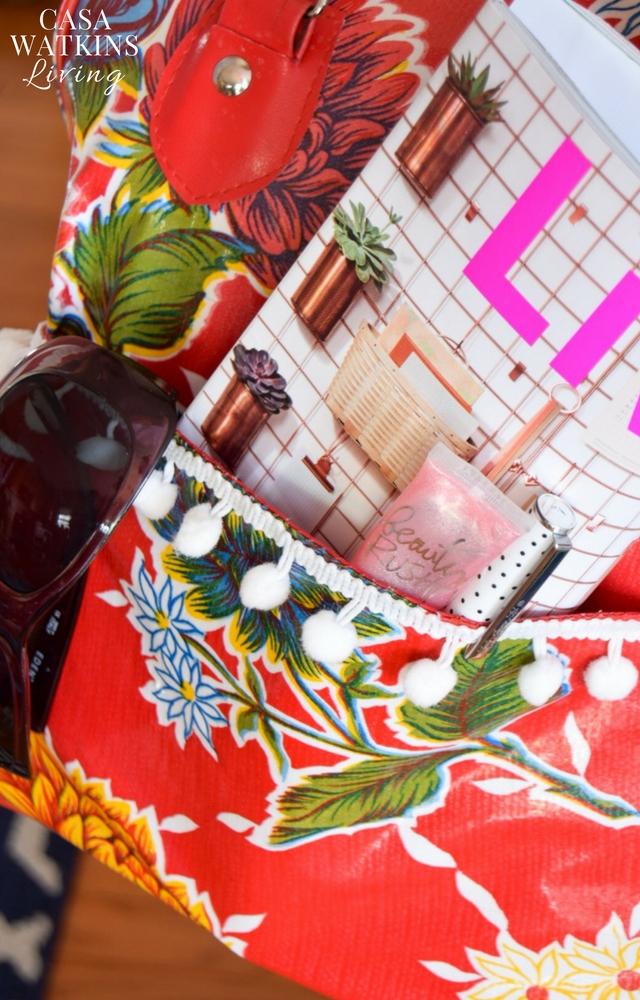 Love this pom pom Mexican purse!