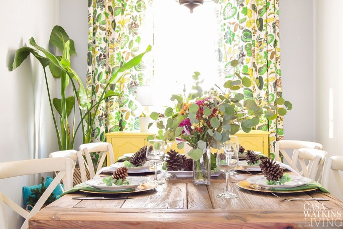 Early winter dining room with tropical flair
