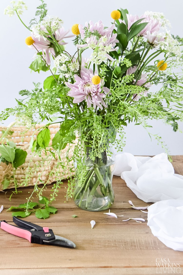 how to make a spring flower arrangement with wildflowers