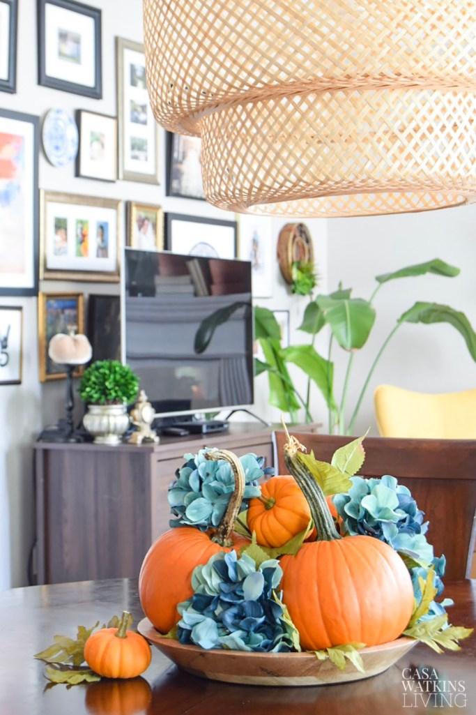5 minute simple pumpkin centerpiece idea for kitchen table