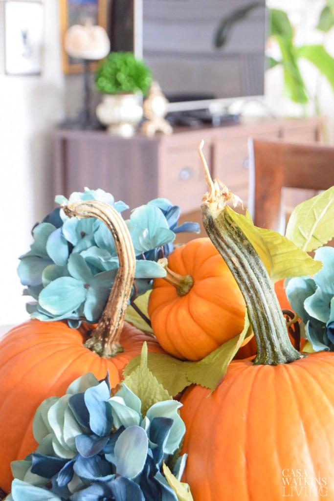 simple pumpkin centerpiece idea with flowers