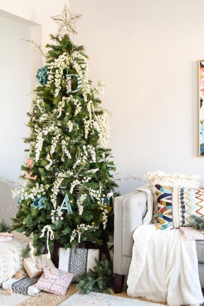 Simple bohemian Christmas tree decor