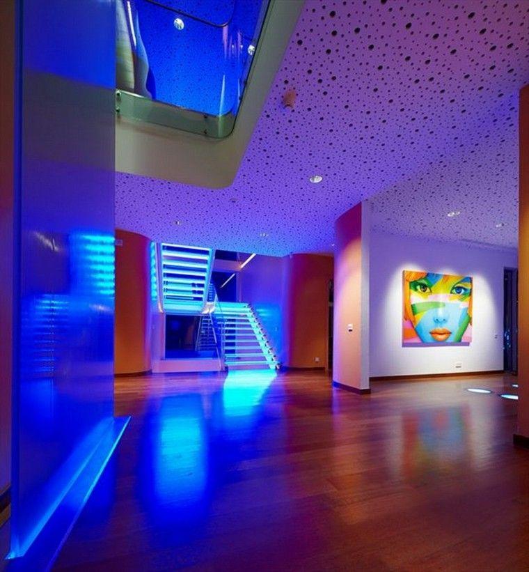 iluminación led cuadro escaleras madera colorido