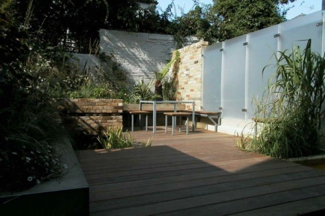jardin pequeño muro piedra madera