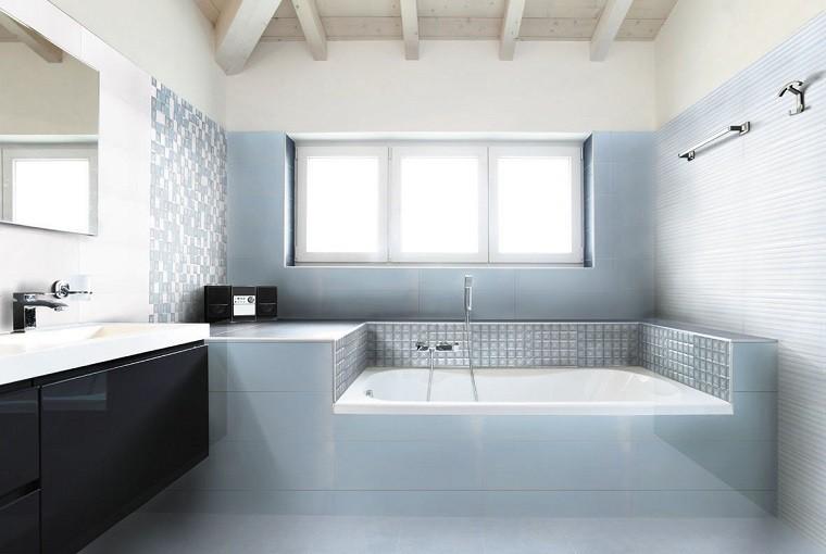 baño estilo moderno bañera mosaico