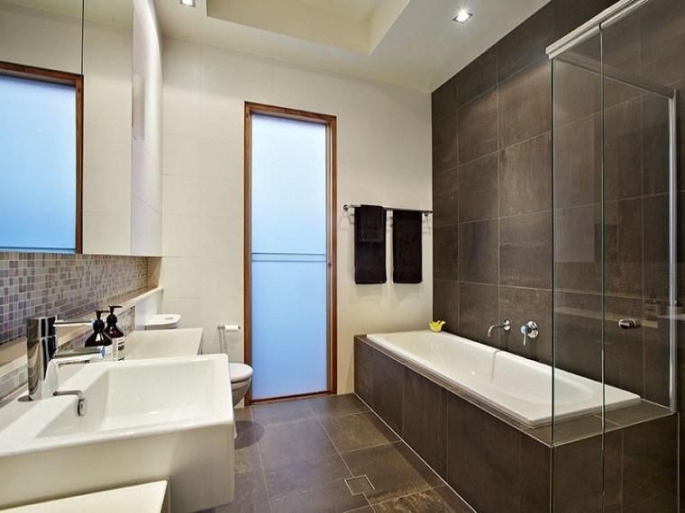 revestimiento paredes baño azulejos