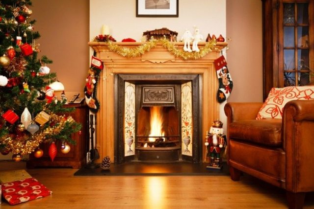 bonita chimenea decoración navidad