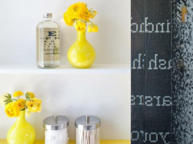 como decorar un baño pequeño y sencillo jarrones flores