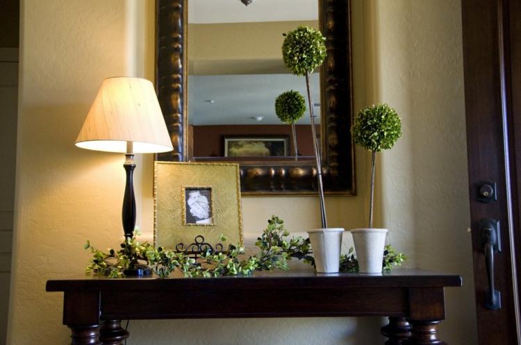 bonita decoración mueble entrada