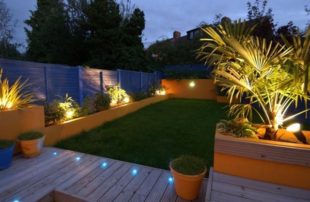 iluminacion exterior moderna macetas iluminadas ideas