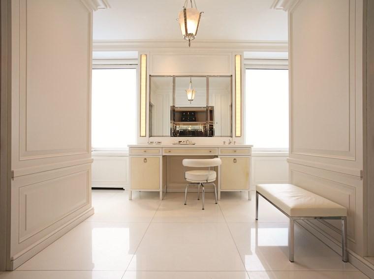 reformar bano iluminacion lavabo silla espejo ideas