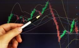 Tecaji valut se naprej zelo volativni  dolar v dveh tednih oslabil kar za 6