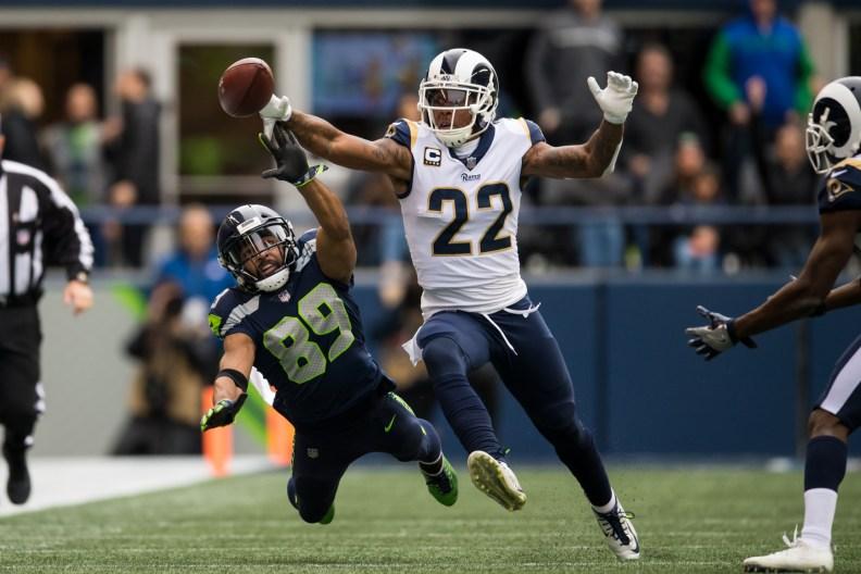 Doug Baldwin tries to catch the ball.