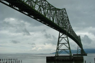 Bridge across the Columbia River at Astoria Oregon