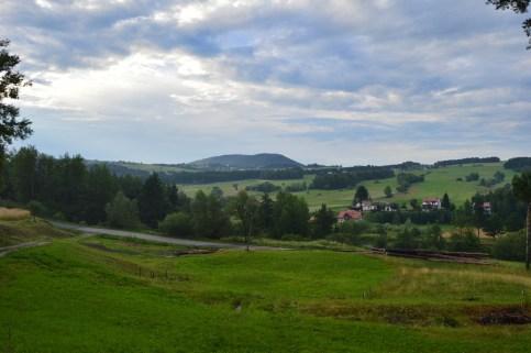 Frumoasa Polonie, peisaj din fata locului de campare