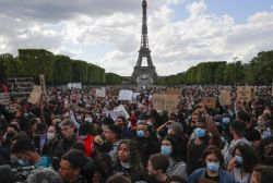 Protesters on the Champs de Mars