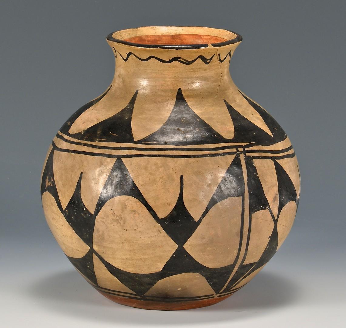 Lot 524 Southwest Native American Pottery Olla