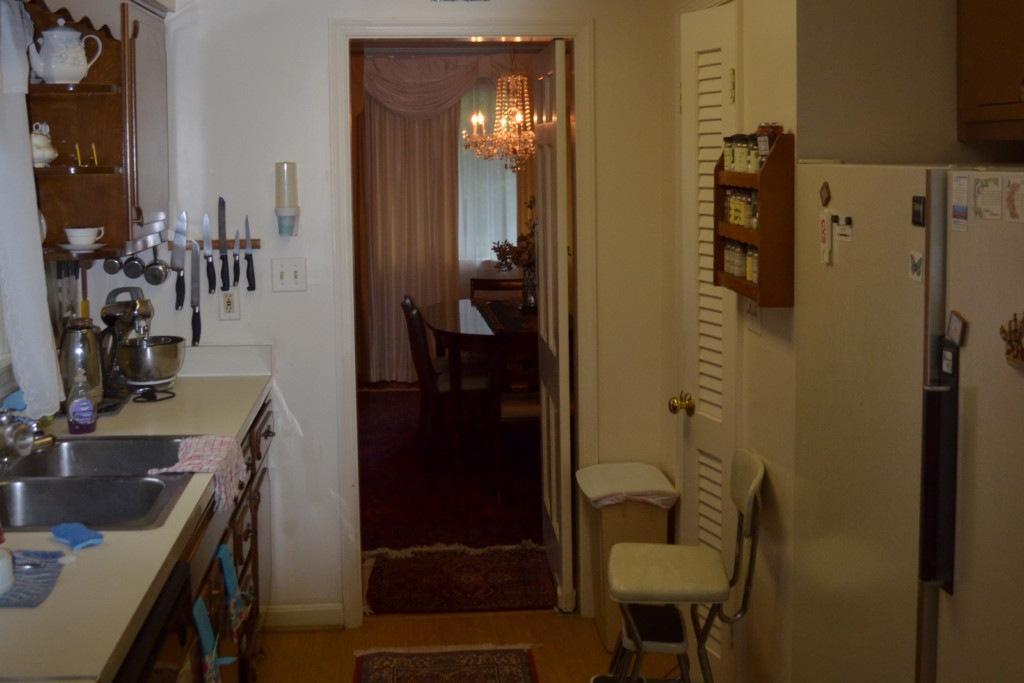Kitchen looking into dining room before remodel