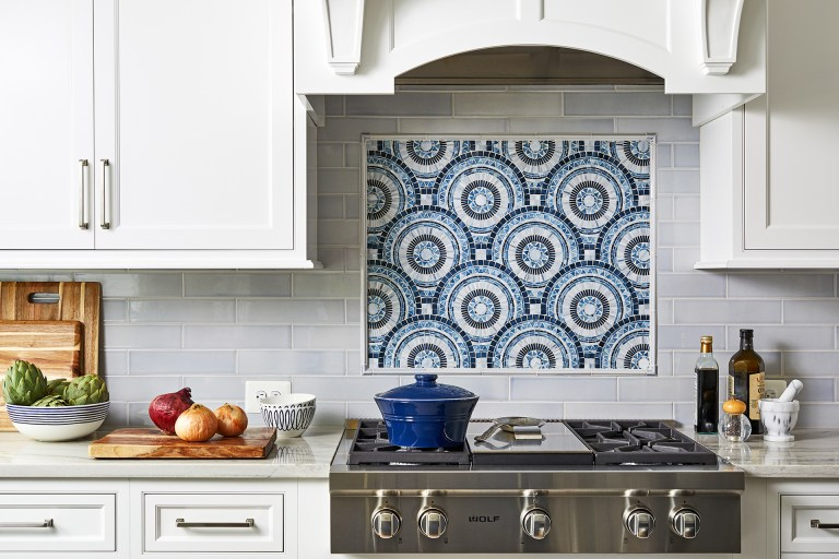 kitchen design ideas with subway tiles, blue and white backsplash, white cabinets with pull handles
