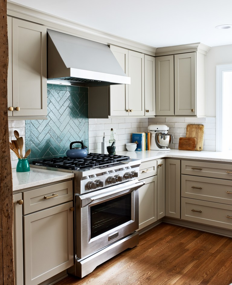 Case remodeling kitchen with stainless steel wall mount range hood above stovetop