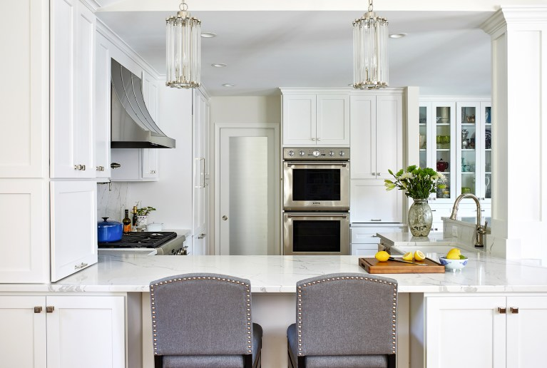 transitional kitchen design with two-seater L-shape kitchen island with two hanging crystal pendant light for kitchen