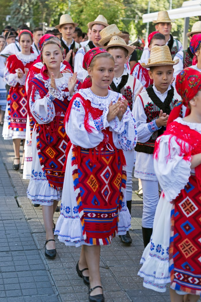 Romanian traditional dress - Countries for Kids - CASE OF ADVENTURE .com