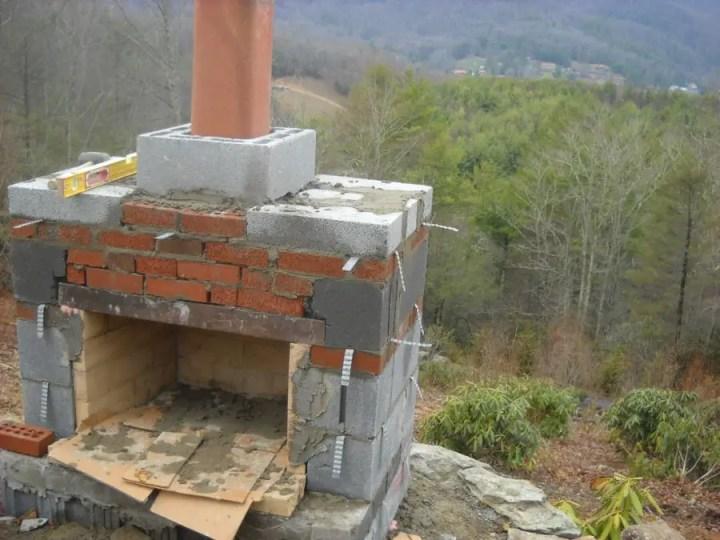 Constructia unui semineu de gradina elegant