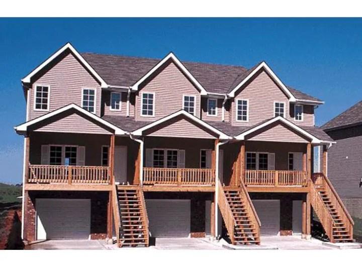 Case pentru trei familii spatioase