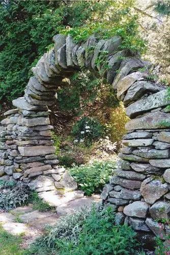 Gradini rustice cu piatra foarte frumoase