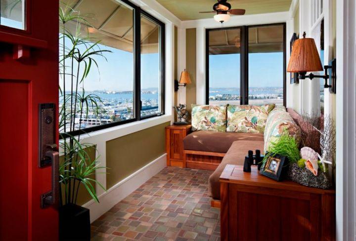 Case cu balcon inchis intim