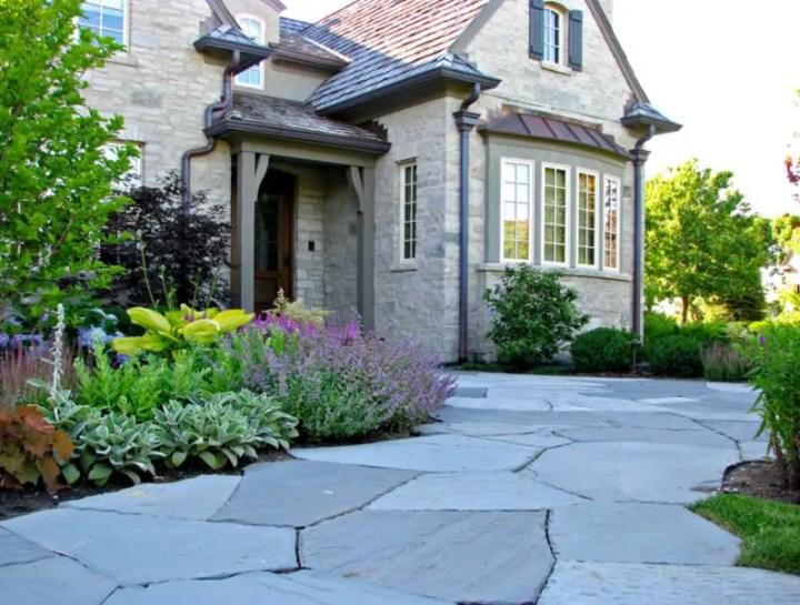 Amenajarea gradinii din fata casei front yard landscape ideas 8