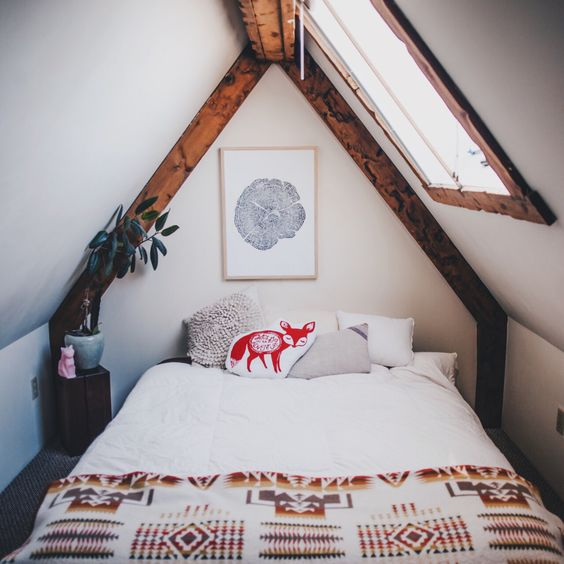 amenajarea unei mansarde mici small attic room design ideas 15