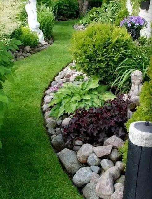 aranjamente de gradina cu pietre si flori Stone and flower garden design ideas 3