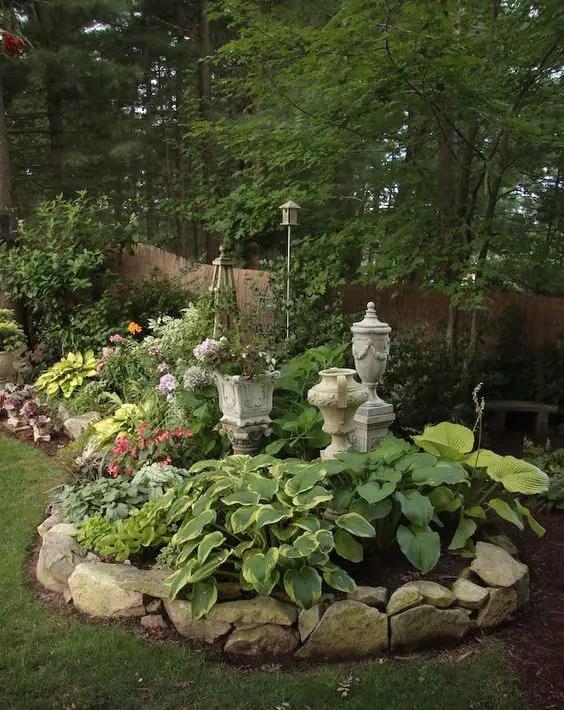aranjamente de gradina cu pietre si flori Stone and flower garden design ideas 5