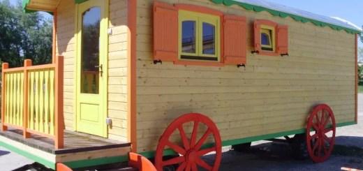 Case mobile din lemn usor