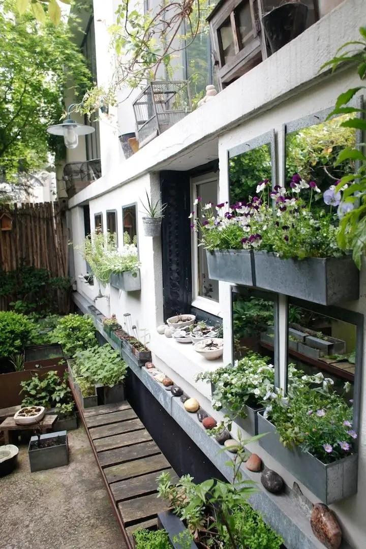 Gradini in stil francez - fie apartament sau casa, gradina urca spre interiorul locuintei