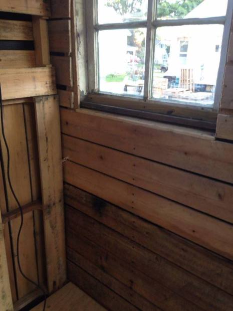 case construite din paleti Wood pallet houses 10