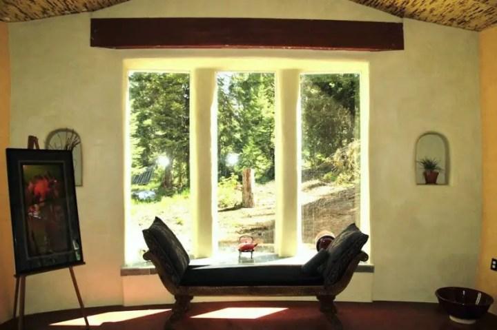 Modele de case din baloti - forme organice perfect combinate cu elemente moderne
