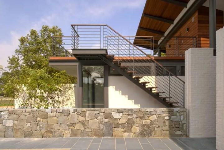 case cu mansarda si scara exterioara Attic houses with exterior stairs 14