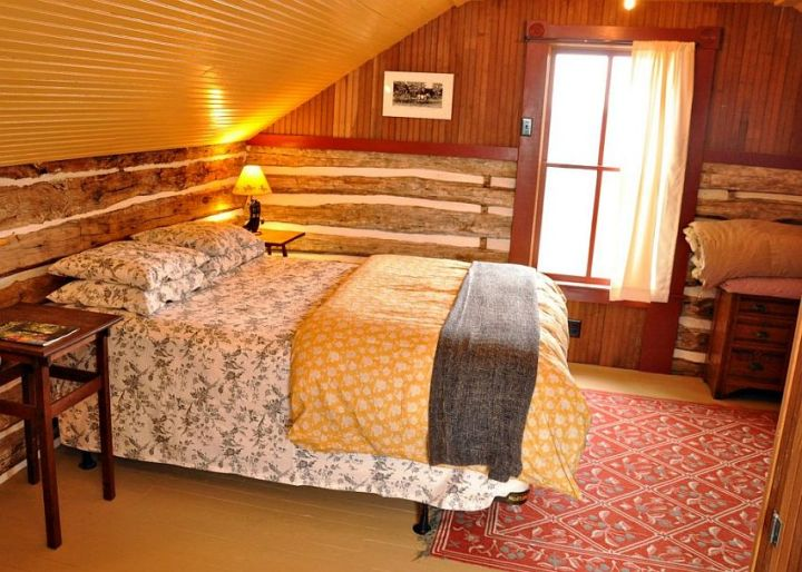 casuta din lemn The small log cabin 5