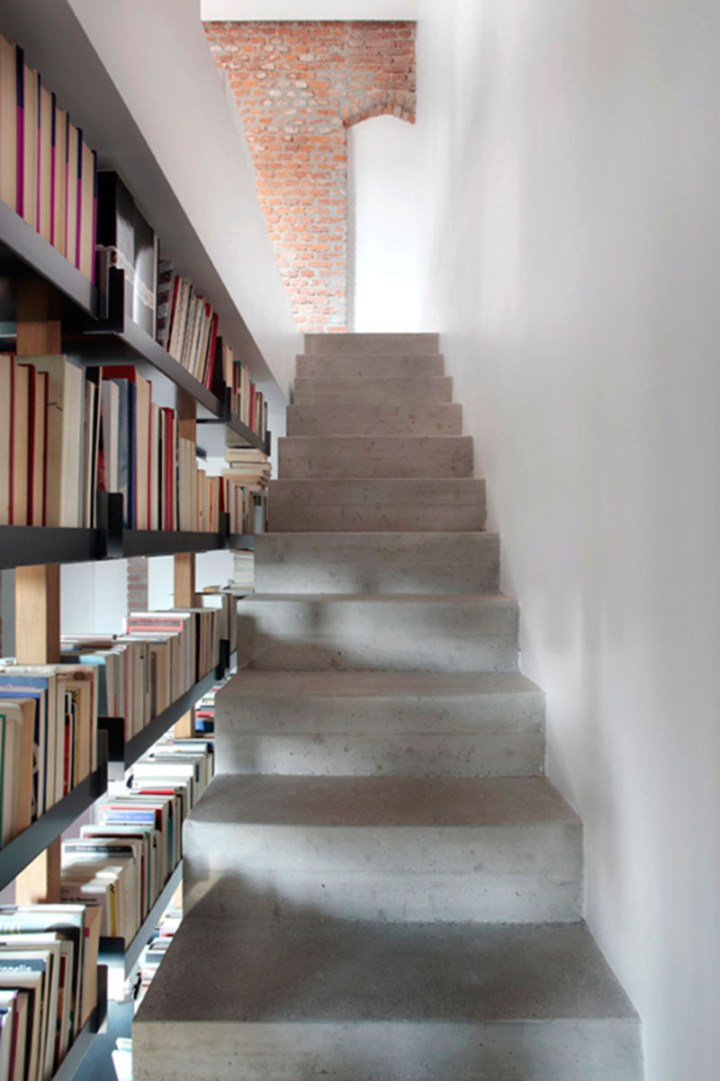 scari cu biblioteci in loc de balustrada Staircases with integrated bookshelves 9