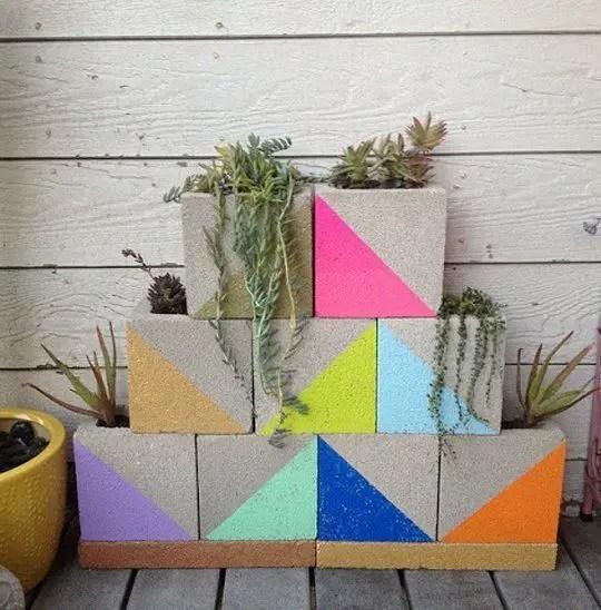 amenajari de gradina cu boltari Cinder block garden uses 7