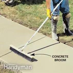 turnarea unei alei de beton matura